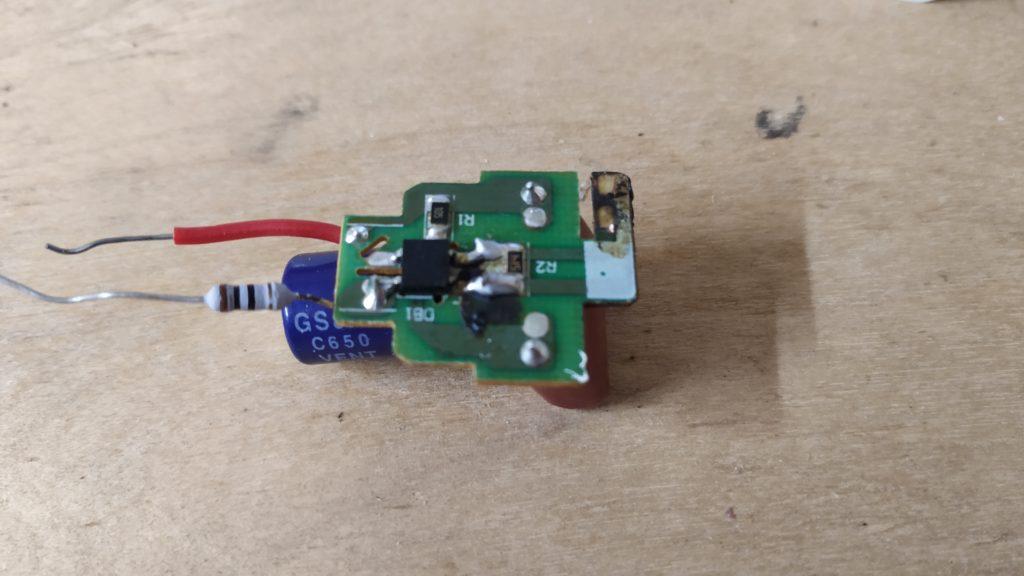 Фото драйвера для светодиодной LED лампочки